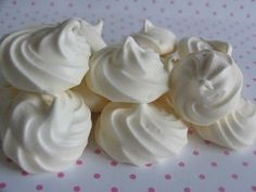 """Portuguese sweets """"Espiros"""" closest dessert to these would be a meringue Yummy Treats, Delicious Desserts, Sweet Treats, Dessert Recipes, Yummy Food, Portuguese Desserts, Portuguese Recipes, Portuguese Food, Portuguese Culture"""