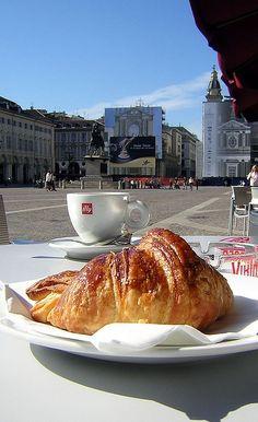 Italian french breakfast #croissants