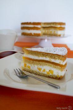 Frische Mango-Lassi-Torte mit leckerem Joghurt Mousse und Mango-Gelee