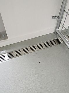 New Pics Kennel Floor Drain , , Thoughts The usage of a dog kennel has long been a significant stage of argument in the dog's perspective a Wooden Dog Kennels, Diy Dog Kennel, Puppy Kennel, Dog Boarding Kennels, Pet Boarding, Dog Kennel Flooring, Dog Kennel Designs, Pet Hotel, Niches
