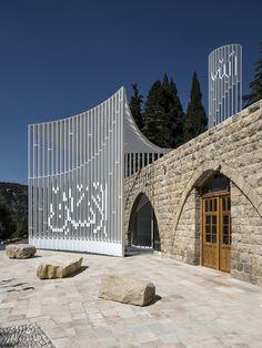 Amir Shakib Arslan Mosque, Mukhtarah Building - e-architect Mosque Architecture, Religious Architecture, Contemporary Architecture, Art And Architecture, Art Arabe, Architecture Religieuse, Beautiful Mosques, Glass Facades, Islamic World