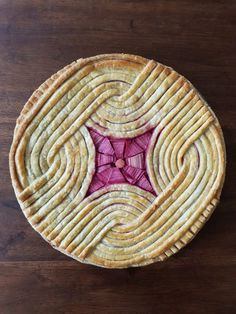 The rhubarb and apple pie with modern geometric top crust looks good after baking. Pie Recipes, Sweet Recipes, Dessert Recipes, Pie Crust Designs, Pies Art, Rhubarb Pie, Pie Dessert, How Sweet Eats, Just Desserts