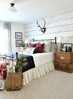 There are numerous ways to make your home interior design look more interesting, one of them is using cabin style design. With this inspiring gallery you can make fantastic cabin style in your home. Christmas Bedroom, Farmhouse Christmas Decor, Cabin Christmas, Home Bedroom, Bedroom Decor, Bedroom Ideas, Master Bedroom, Bedroom Rustic, Bedroom Images