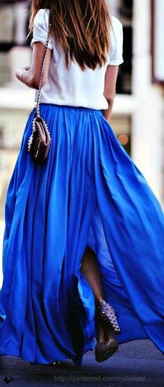 White T-shirt and cobalt blue maxi skirt. Guys I just want a maxi skirt! Maxi Skirt Style, Maxi Skirt Outfits, Maxi Skirts, Flowy Skirt, Long Skirts, Pleated Maxi, Maxi Dresses, Blue Skirts, Jean Skirt