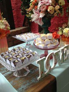 Mesa de doces/ LOVE