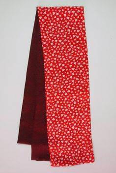 Straight scarf red top & wine red