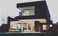 La villa effet velour noir... #archidaily #architectureporn #architecturedaily…