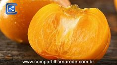 9 benefícios do caqui que te farão comer a fruta neste outono