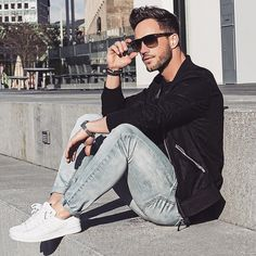 Men's Black Bomber Jacket, Black Crew-neck T-shirt, Grey Jeans, White Plimsolls Grey Jeans, T Shirt And Jeans, Men Looks, Street Style Vintage, Stylish Men, Men Casual, Look Fashion, Mens Fashion, Fashion Outfits