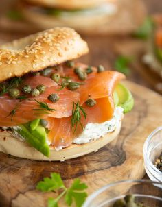 These Smoked Salmon Bagels are loaded with a homemade herb cream cheese avocado and capers They re easy to make and bursting with flavour Smoked Salmon Platter, Smoked Salmon Cream Cheese, Smoked Salmon Sandwich, Smoked Salmon Recipes, Salmon Avocado, Bagel Sandwich, Smoked Salmon Breakfast, Breakfast Bagel, Sandwiches