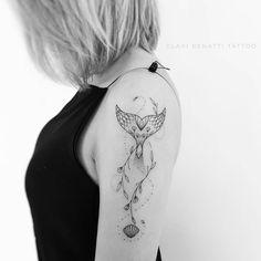 Tatuagem criada por Clari Benatti do Rio de Janeiro. Rabo de sereia no braço.