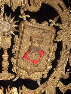 Spanish gold embroidery...Detalle del estandarte de la hermandad.