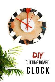 Do you have a favorite collection of sea washed broken tiles? Plus an old chopping board you don't like? Turn them into a clock! DIY a perfect wall clock Clock Painting, Make Your Own, Make It Yourself, Diy Cutting Board, Diy Clock, Wood Clocks, Rock Crafts, Recycled Crafts, Rustic Wood