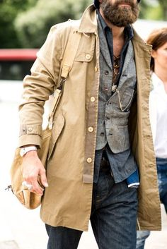 Lightweight denim layers for spring summer under an unlined mac. The strongest street style at Pitti Uomo S/S Latest Mens Wear, Latest Mens Fashion, Mature Mens Fashion, Bohemian Style Men, Boho Chic, Layered Fashion, Stylish Men, Stylish Outfits, Menswear