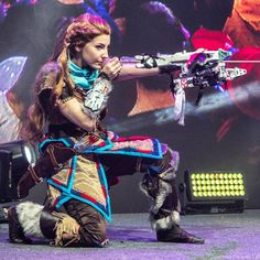 Aloy - Horizon Zero Dawn cosplay by Cosplayer Sveta Choukou Defiently not how you'd hold that bow, but this is stunning overall. Horizon Zero Dawn Cosplay, Horizon Zero Dawn Aloy, Steampunk Cosplay, Animal Costumes, Female Characters, Halloween Costumes, My Arts, Bow, Paper Envelopes
