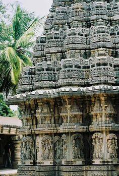 visitheworld:    Keshava Temple Somnathpur / India (by lucie vouzelaud).