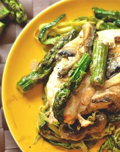 Low-Carb Recipes: Creamy Lemon Chicken With Asparagus and Mushrooms Lemon Chicken With Asparagus, Asparagus And Mushrooms, Creamy Lemon Chicken, Stuffed Mushrooms, Asparagus Spears, Healthy Breakfast Recipes, Paleo Recipes, Low Carb Recipes, Rezepte