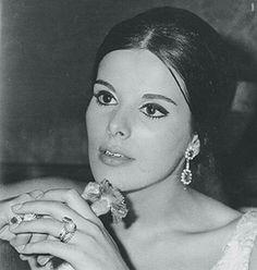 Έλενα Ναθαναήλ (1947-2008) Old Greek, Greek Beauty, Cinema Theatre, Greek Culture, Cosmic Girls, Iconic Women, Old Movies, Movie Stars, Actors & Actresses