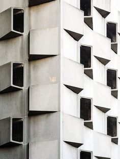 Concrete, dynamic openings make it seem like this building is breathing Building Windows, Building Structure, Shed Homes, Shed Design, Facade Architecture, Minimalist Architecture, Brutalist, Architectural Elements, Beautiful Buildings