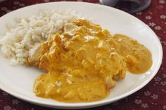 Slow-Cooker Chicken Curry Recipe - Healthy Living Kraft Recipes: If you think chicken curry is too complicated to create in your kitchen, think again. This slow-cooker version is juicy and prepped in 20 minutes. Slow Cooker Chicken Curry, Crock Pot Slow Cooker, Crock Pot Cooking, Slow Cooker Recipes, Crockpot Recipes, Chicken Recipes, Cooking Recipes, Ww Recipes, Healthy Recipes