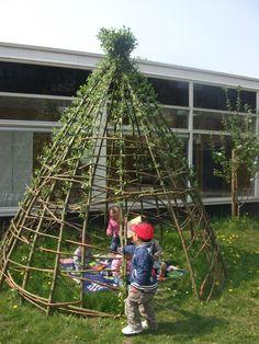 Ecologisch hoveniersbedrijf Michiel Coesèl | kindertuinen Prado, Cabana, Yurt Living, Natural Playground, Ways To Relax, Source Of Inspiration, Outdoor Play, Installation Art, Diy And Crafts