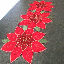Resultado de imagen para Pretty Poinsettia Holiday Table Runner