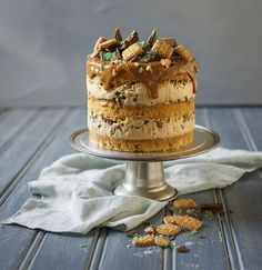 Caramel Peppermint Crisp Cake - Easy South African Recipe - Renee - Caramel Peppermint Crisp Cake - Easy South African Recipe A twist on the South African tart, this cake has coconut sponge layers, caramel mousse and peppermint crisp! Tart Recipes, Sweet Recipes, Baking Recipes, Dessert Recipes, Oven Recipes, Recipies, Detox Recipes, Curry Recipes, Peppermint Crisp Tart