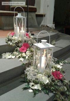 dekoration hochzeit But more green than flowers. Church Wedding Flowers, Church Wedding Decorations, Wedding Lanterns, Lantern Centerpieces, Wedding Centerpieces, Wedding Table, Diy Wedding, Decor Wedding, Church Flower Arrangements