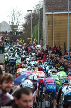 Tour of Flanders - Good crowds but not huge!