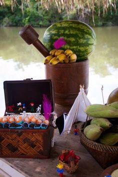 Festa Indio aniversário indígena decoração tribo aldeia Curumin NanaLu mesa de bolo