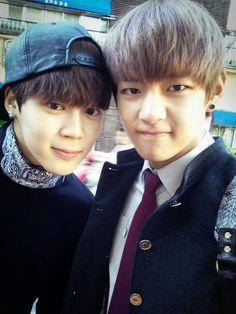 My cute little bastard ⊱Taekook Texting ⊰ Taehyung has been in his best friend Jeon Jung for a while now … # Fan-Fiction # amreading # books # wattpad Taehyung Selca, Jimin Jungkook, Bts Selca, Bts Bangtan Boy, Namjoon, Hoseok, Foto Bts, Bts Predebut, Yoonmin