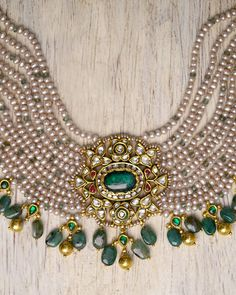 Indian Jewelry Sets, Indian Wedding Jewelry, Antique Jewellery Designs, Gold Jewellery Design, Pink Gold Rings, Beaded Jewelry, Gold Jewelry, Stylish Jewelry, Choker Necklaces