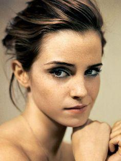 Emma Watson : http://i.imgur.com/1Na3C.jpg