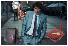 Выбирая, чем поздравить своих любимых, близких, друзей или коллег на 23 февраля, прежде чем бегать по магазинам, посмотрите, какие удачные подарки для мужчин предлагает любимый бренд. В линии Avon мужчин стильные часы, модный кошелек, брелок открывашка и удобная мужская сумка.