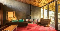 The Robin Boyd Walsh Street House in Melbourne is a perfect example of Australia's most celebrated modernist architectural design. Mid-century Interior, Interior Styling, Interior Design, Mid Century Modern Living Room, Mid Century House, 21st Century, Street House, Midcentury Modern, Modern Architecture