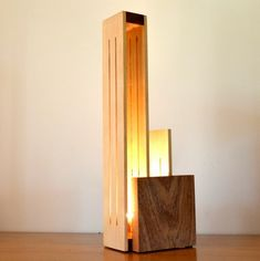 Artículos similares a XIBANO Lamp in Beech and polished Sipo en Etsy Wooden Lamp, Bedroom Lamps, Luxury Lighting, Laser Cut Wood, Lamp Shades, Led, Modern Contemporary, Light Fixtures, Furniture Design