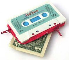 Esos casetes viejos que ya no escuchás, no los tires... Mirá qué fácil y original monedero podés crear!