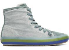 """Soft Sport son zapatos de aire deportivo con un punto """"soft"""" y zapatos de aire """"soft"""" con un punto deportivo. Portol llega a la familia con paso firme y aire resuelto. Un zapato cómodo y ligero de cuerpo urbano, espíritu deportivo y alma 100�0Camper."""