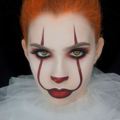 Glam Girl Pennywise Make-up - Makeup Tutorial For Teens Disfarces Halloween, Halloween Makeup Clown, Girl Clown Makeup, Scariest Halloween Costumes Ever, Red Hair Halloween Costumes, Easy Clown Makeup, Halloween Hairstyles, Halloween Tutorial, Maquillaje Halloween It