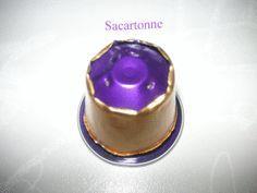 Bonjour les copinautes!!! j'ai été épatés par les créations de Décodébrouilles avec ses capsules de Nespresso!! j'ai bavé devant ses bijoux et je me suis dit pourquoi pas essayer aussi!!! Me voici donc dans la réalisation test d'écrasage de capsules:...