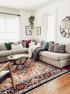 A mix of mid-century modern bohemian and industrial interior style. Home and apartment decor decoration ideas home design bedroom living room Cozy Eclectic Living Room, Boho Living Room, Home And Living, Small Living, Gray Couch Living Room, Living Room Oriental Rug, Vintage Modern Living Room, Cozy Living, Modern Vintage Decor