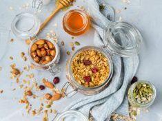 Κάνεις διατροφή; Αυτά τα snacks έχουν λίγες θερμίδες και θα σου χαρίσουν ενέργεια για όλη την ημέρα Healthy Tips, Beverages, Diets, Snacks, Fitness, Food, Gym, Appetizers, Essen
