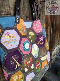 bolso de hexagonos bordados