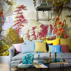 House & Garden U. via Chinoiserie Chic Eye-popping arrangement. I caught this over on my daily read Chinoiserie Chic and it was a ca. Chinoiserie Elegante, Living Room Grey, Living Room Decor, Living Rooms, De Gournay Wallpaper, Bold Wallpaper, Amazing Wallpaper, Chinoiserie Wallpaper, Botanical Wallpaper