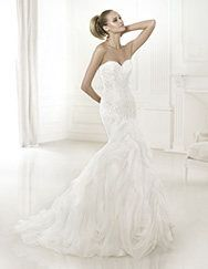 Pronovias presents the wedding dress Beca. Dreams 2015. | Pronovias (Front is higher than the back????)