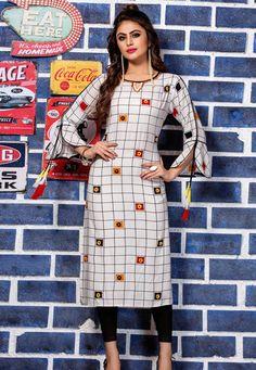 Kurti Sleeves Design, Kurta Neck Design, Sleeves Designs For Dresses, Dress Neck Designs, Stylish Dress Designs, Stylish Dresses, Blouse Designs, Simple Kurta Designs, New Kurti Designs