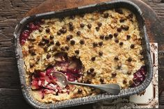 Stop by Kraft Canada and get great recipes that the entire family can enjoy. Whether it's for the holidays or a family dinner, find unique ideas and recipes. Apple Dump Cakes, Dump Cake Recipes, Dessert Recipes, Recipes Dinner, Kraft Recipes, Strawberry Crumble Cake Recipe, Cobbler, Brownie Pudding, Pastry Blender