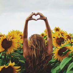 Imagem de girl, flowers, and summer Sunflower Field Photography, Summer Photography, Senior Photography, Portrait Photography, Sunflower Patch, Sunflower Fields, Sunflower Field Pictures, Summer Photos, Mellow Yellow