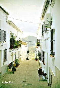 "21. ""Andalucía en Fitur"": otra propuesta para mostrar Andalucía, tomada en Zahara de la Sierra (Cádiz), by @FolkOlé"