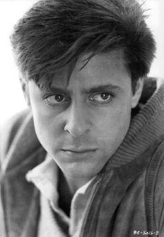 No se si sólo soy yo, pero Judd Nelson se veía muy guapo en la película de The Breakfast Club. Pero sólo ahí, sólo en los años 80 y con la actitud de John Bender.